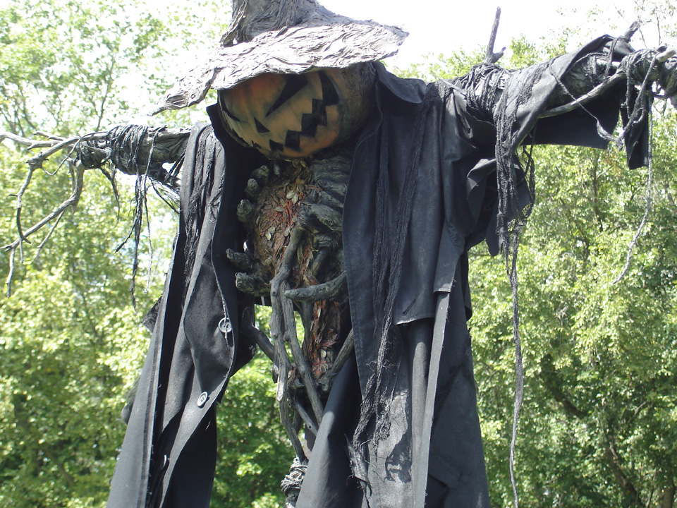 20 Creepy Scarecrows That Will Seriously Haunt Your Dreams